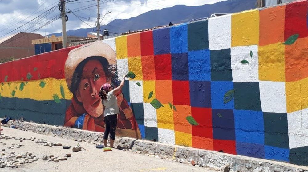 Un abrazo plurinacional desde una mujer y quéchua